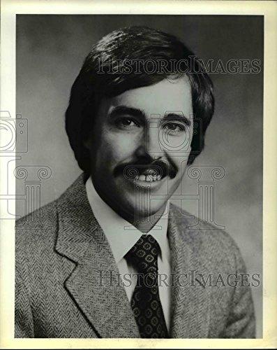 1980 Press Photo Douglas E. Roscoe General Manager Clackamas Town - Center Town Clackamas