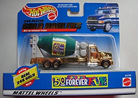 Amazon Com Hot Wheels 24k Plated Gold Haulers Toys R Us 50 Years