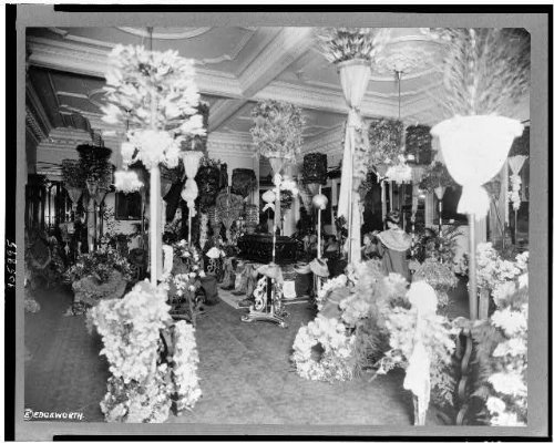Photo: Casket,visitors,throne - Hi In Honolulu Shopping