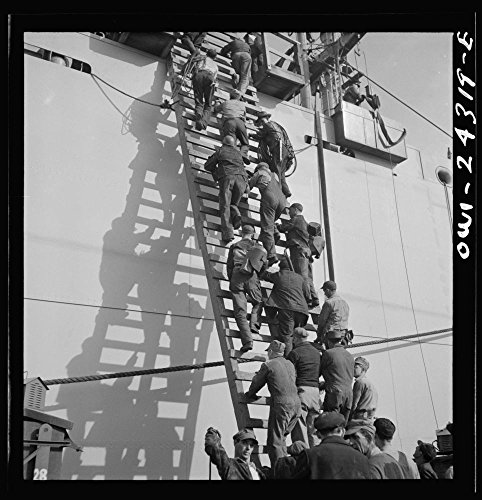 1943 Photo Bethlehem-Fairfield shipyards, Baltimore, Maryland. Workers on a ladder at the outfitting pier Location: Baltimore, ()