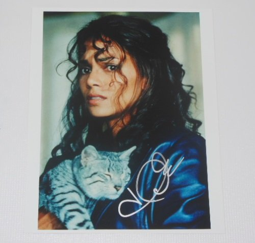 - Catwoman Sexy Halle Berry Hand Signed Autographed 8x10 Glossy Photo Loa