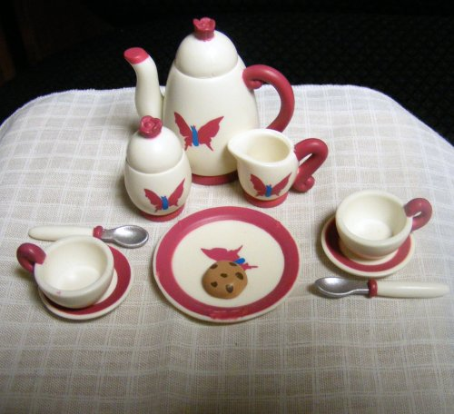 Madeline Tea Set (Madeline's Old House In Paris Tea Set (Retired))