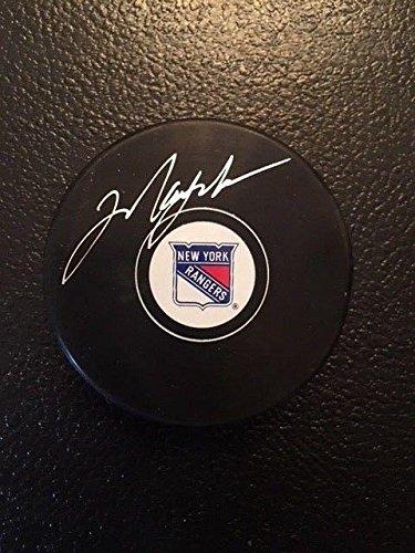 wholesale dealer a499f d7701 Autographed Mark Messier Puck - Memories - Mounted Memories ...