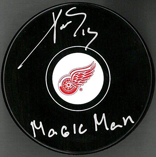 PAVEL DATSYUK AUTOGRAPHED DETROIT RED WINGS PUCK INSCRIBED