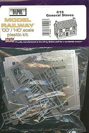 Dapol C32 00 Railway Model Plastic Kit. Petrol Station