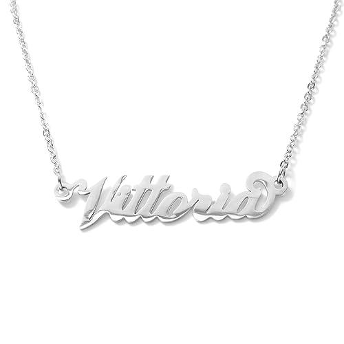 nuovo stile 5bcfd b6fea Collana con nome Vittoria in acciaio con catenina sottile a ...