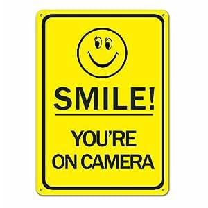 "FREE FISHER Sonrisa estás en cámara–señal de Aluminio–10""x 14""–Amarillo"