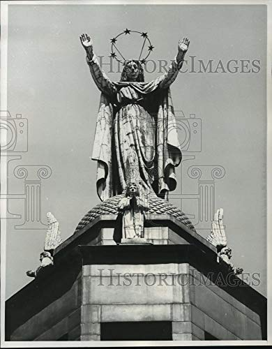 1964 Press Photo Virgin Mary Atop Notre Dame Sailors Church in Montreal Harbor - Historic Images