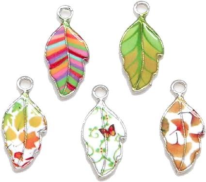 color with a pendant leaf bracelet