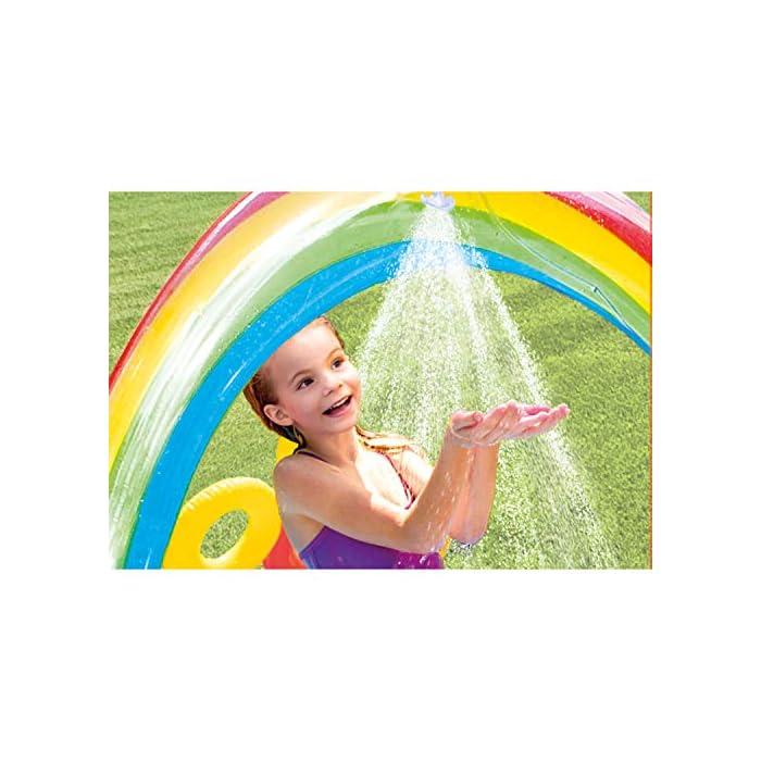 51ZuQbbIEjL Centro de juegos hinchable con forma circular y un arco iris, medidas de 297 x 193 x 135 cm 2 piscinas: una grande con capacidad para 201 litros de agua y otra más pequeña de 227 litros de agua (tiene más altura que la grande) Incluye un tobogán con base acolchada para amortiguar la bajada
