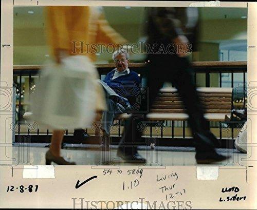 1987 Press Photo Senior citizens-Oregon-Clair Johnson-Clackamas Town - Clackamas Center Town