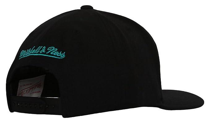 new arrival c339b 91487 Amazon.com  Vancouver Grizzlies Mitchell   Ness Logo Snapback Cap Hat AB   Clothing