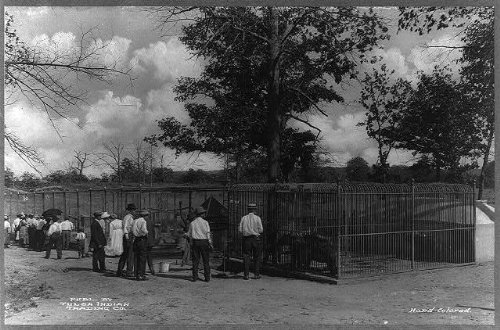 Photo: Tulsa,Oklahoma, The menagerie with animals in cages