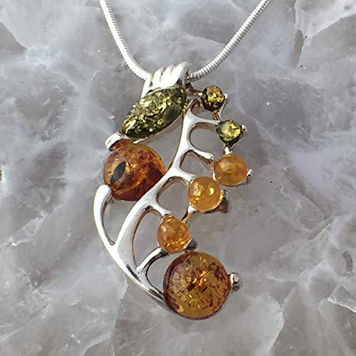 AUTHENTIC BALTIC AMBER Honey, Cognac and Green Colors, 925 Sterling Silver, Shimmering Seahorse with Green Eye Pendant (1.4