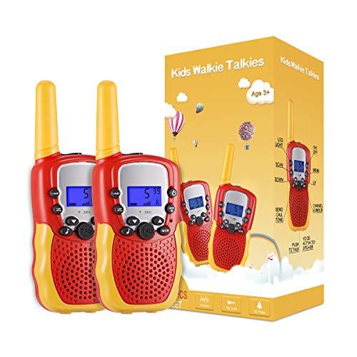 51a7sJi nHL. SS500 ☎ Regalo Perfecto para Niños: Walkie talkies el cuerpo pequeño y liviano permite que los niños sean fáciles de usar y solo 90 g por walkie talkie son fáciles de transportar, estos caben cómodamente en las manos de los niños con un diseño ergonómico. Un simple botón de pulsar para hablar hace que este juguete sea fácil de usar para más de 3,4,5,6 7 8 años, regalos de cumpleaños y vacaciones muy buenos. ☎ Función de sonido claro y bloqueo de teclas: nuestros walkie talkies para niños tienen una función de alerta de llamada genial, calidad de sonido nítida y suave con nivel de volumen ajustable. Equipado con función de bloqueo de teclas, no es fácil para los niños modificar los canales para mejorar la diversión de la interacción entre padres e hijos. NOTA: requiere 4 baterías AAA (no incluidas). ☎ Señal Constante de Largo Alcance: La situación puede ser monitoreo en tiempo real de niños, sistema de alarma inteligente antivandálico, etc. Manténgase en contacto con sus amigos y familiares, especialmente en actividades al aire libre, los mejores juguetes al aire libre para walkie talkies de niños y niñas.