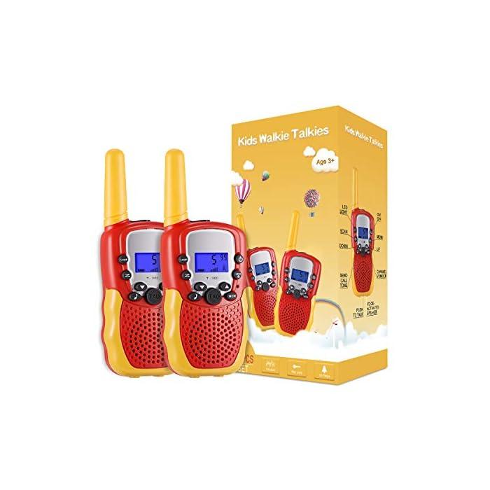 51a7sJi nHL ☎ Regalo Perfecto para Niños: Walkie talkies el cuerpo pequeño y liviano permite que los niños sean fáciles de usar y solo 90 g por walkie talkie son fáciles de transportar, estos caben cómodamente en las manos de los niños con un diseño ergonómico. Un simple botón de pulsar para hablar hace que este juguete sea fácil de usar para más de 3,4,5,6 7 8 años, regalos de cumpleaños y vacaciones muy buenos. ☎ Función de sonido claro y bloqueo de teclas: nuestros walkie talkies para niños tienen una función de alerta de llamada genial, calidad de sonido nítida y suave con nivel de volumen ajustable. Equipado con función de bloqueo de teclas, no es fácil para los niños modificar los canales para mejorar la diversión de la interacción entre padres e hijos. NOTA: requiere 4 baterías AAA (no incluidas). ☎ Señal Constante de Largo Alcance: La situación puede ser monitoreo en tiempo real de niños, sistema de alarma inteligente antivandálico, etc. Manténgase en contacto con sus amigos y familiares, especialmente en actividades al aire libre, los mejores juguetes al aire libre para walkie talkies de niños y niñas.