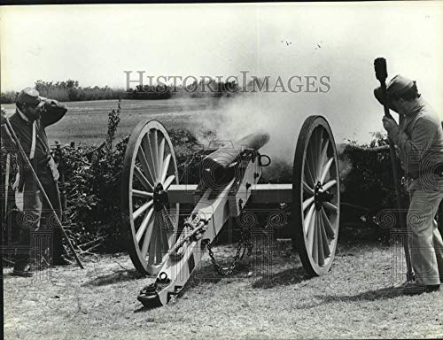 (Vintage Photos 1985 Press Photo Cannon Firing at Civil War Blakeley re-Enactment, Alabama)