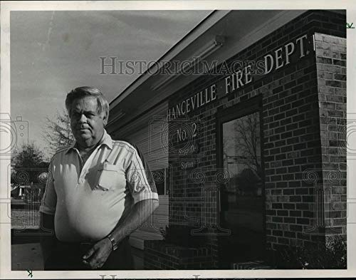 Vintage Photos 1987 Press Photo Alabama-Mayor Bobby Jack Camp at Hanceville Fire Station.