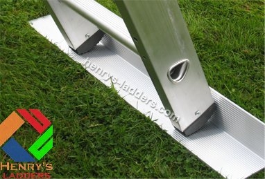 Henry's Footee Anti-Slip Ladder Stopper - Ladder Stabiliser - Single Strip. Use on Garden Decking or Soft Ground/Grass. Ladder Safety on Slippery Surfaces. Laddermat