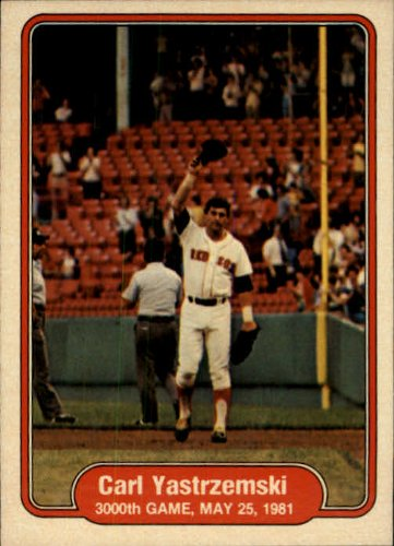 1982 Fleer Baseball Card #633 Carl Yastrzemski Mint