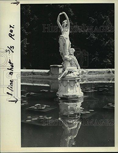 Vintage Photos 1975 Press Photo Statues in a Pond, Yaddo Gardens, Saratoga, New York - Yaddo Gardens