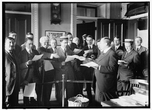 Photo  Press Correspondents  With Howard Banks Of Navy Dept  1