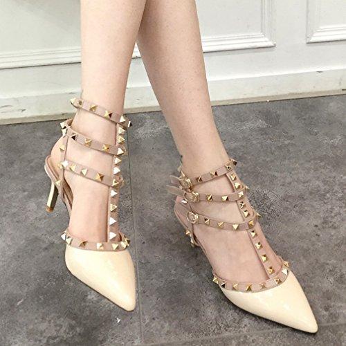 Los Tacones Altos Señalaron Los Zapatos de Las Mujeres de la Moda Segundo