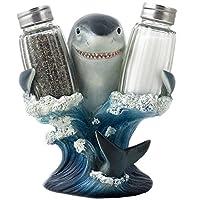 Decorativo gran tiburón blanco, vidrio, sal y pimentero, conjunto con una figura de soporte para el bar de la playa o decoración de cocina tropical Esculturas y decoraciones de mesa de Home 'n Gifts