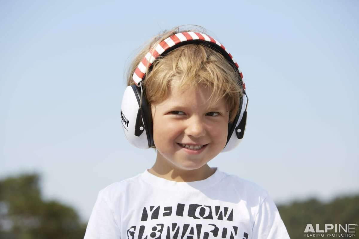 Alpine Muffy White/Red 1 Piece - Ear Muffs - Hearing Protection For your Child - Protects your child's Vulnerable Ear Canal against Loud Noises - Small - Easy to clean - Netherlands by Alpine (Image #4)