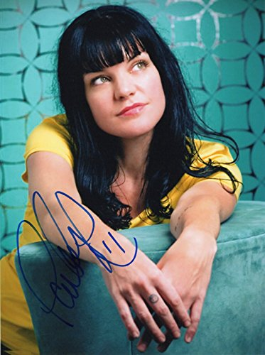 Pauley Perrette Signed Autographed 8 x 10 Photo