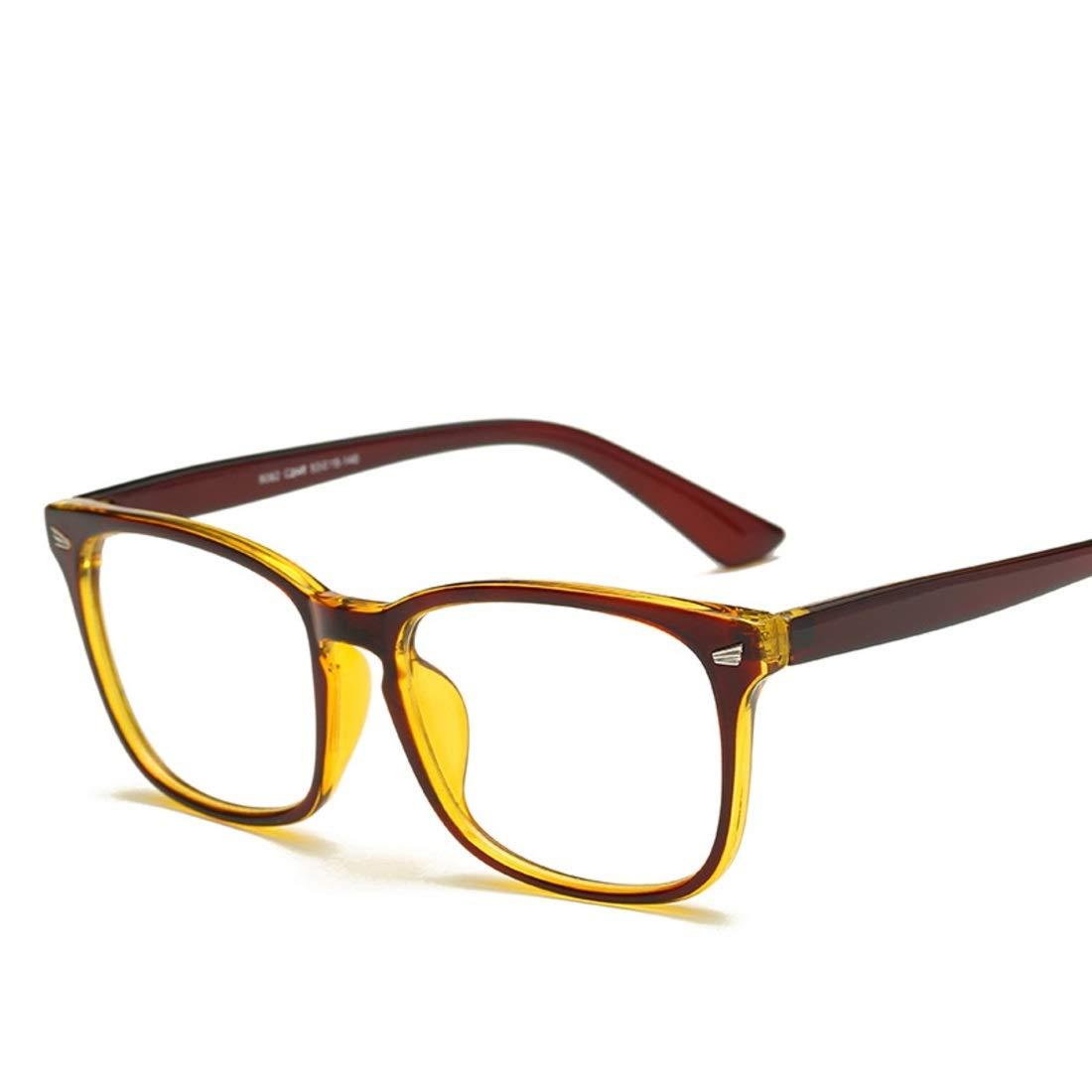 Gafas cuadradas con exterior dorado. Montura y patillas de color marrón.