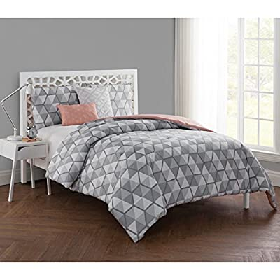VCNY Home 4 Piece Brynley Comforter Set, Twin X-Large, Grey - Make bold statement with mesmerizing geometric comforter set. With 3D cube illusion design on one side and contrasting star pattern on the other, you'll enjoy two stunning styles for one great value Showcases cube illusion design on one side and star pattern on the other for a visually dynamic look; Reversible design provides two eye-catching styles in one. Available in 3 sizes Reversible Down Alternative Twin XL Set Includes: Comforter (66 in x 90 in) One Standard Sham (20 in x 26 in), 2 Decorative Pillows 12 in x 18 in and 18 in x 18 in - comforter-sets, bedroom-sheets-comforters, bedroom - 51aZ5QJDhVL. SS400  -