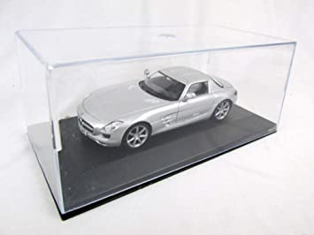 MERCEDES SLS AMG Fertigmodell Maßstab 1:43  in Displayvitrine