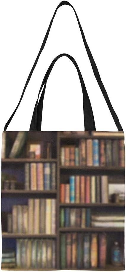 Bolsa de algodón de supermercado Muchos libros antiguos en la ...