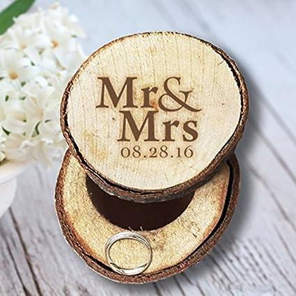 MR and MRS Anillos de Boda Caja Madera personalizada la fecha Soporte de anillo para titular