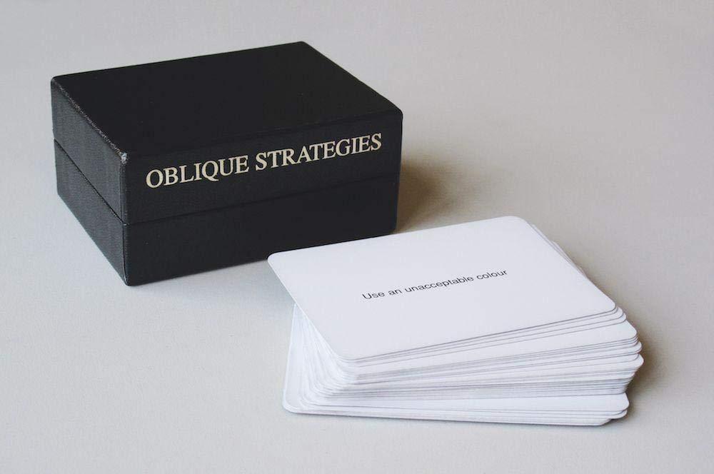 Elvytä kuihtunut luovuuden virta Brian Enon Oblique Strategies -korttien avulla. Linkin takana nettiversio.