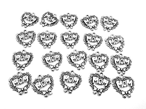 Set of Twenty (20) Silver Tone Pewter Heart Wreath with MOM Charms (Wreath Charm Heart)