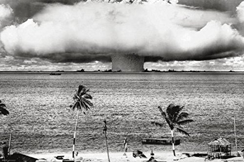 Atomic Bomb Mushroom Cloud Nuclear Weapon Explosion History B&W Photograph Photo Poster (Nuclear Testing Bikini)