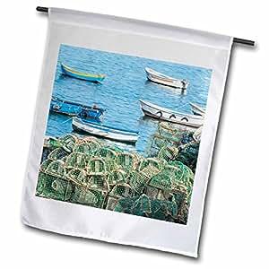 Danita Delimont–Barcos–Portugal, Cascais, trampas de langosta y barcos de pesca–banderas