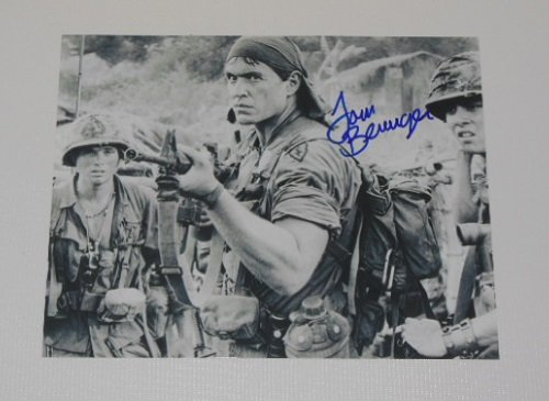 Platoon Tom Berenger Signed Autographed B/W 8x10 Glossy Photo Loa (Tom Berenger Born On The Fourth Of July)