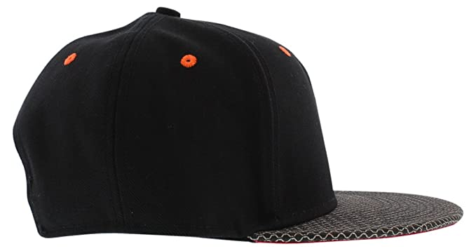 5c9a8f07ed2 Nike Adult Lebron True Court Vision Black Red Cavs Snapback Hat 694290 010   Amazon.ca  Clothing   Accessories