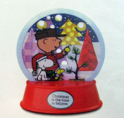 XKT1047 Peanuts Lighted Holiday Decoration featuring Snoopy, Woodstock & Charlie Brown 2012 Hallmark