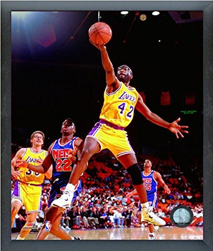d2beec1a5b150 Amazon.com : James Worthy Los Angeles Lakers NBA Action Photo (Size ...