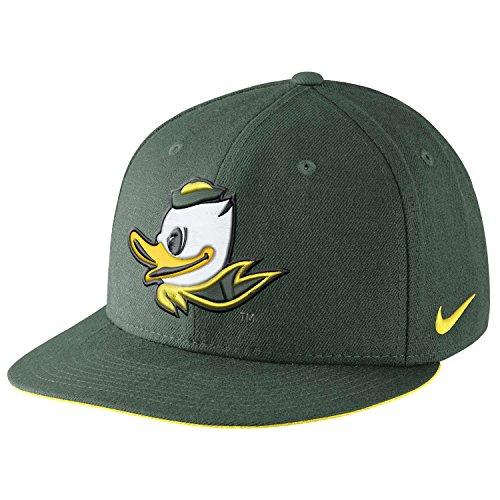 Nike Men's Oregon Ducks True Players Snapback Hat Green Yellow (Nike Beanie Wool)