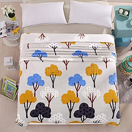 LivebyCare Luxury Collection Ultra Soft Flannel Bed Blanket Plush Fleece All-Season Throw/Bed Blanket Couch Blanket Giraffe 47X79