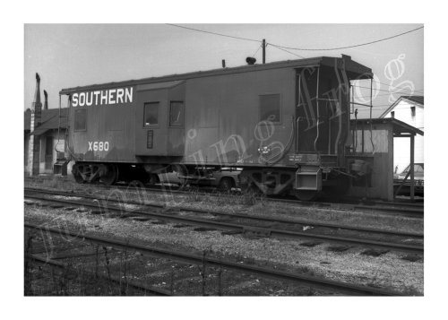 2 Window Caboose - Southern Railway bay-window caboose #X680 5x7