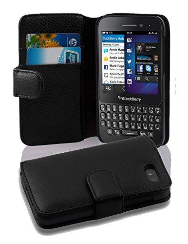 a25a556903b Cadorabo Blackberry Q5 Funda de Cuero Sintético Estructura en Negro ÓXIDO  Cubierta Protectora Estilo Libro con Cierre Magnético, Tarjetero y Función  de ...