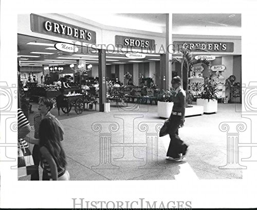 Press Photo Gryder's Shoe Store in Clearview Shopping Center in New - New Orleans Center Shopping
