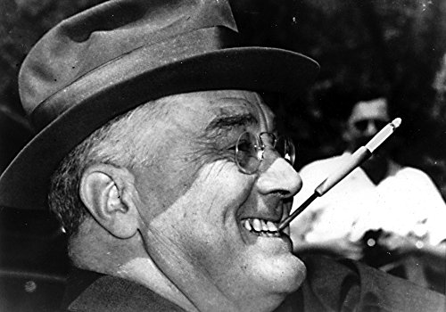 (Franklin D Roosevelt smiling and smoking Photo Print (10 x 8))