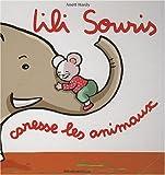 Lili souris caresse les animaux